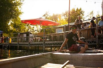Gehe Wakeboarden in Berlin und genieße den Tag an unserer Anlage.